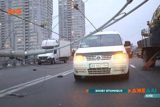 Шулявський шляхопровід знову у центрі уваги: там завалило електроопори