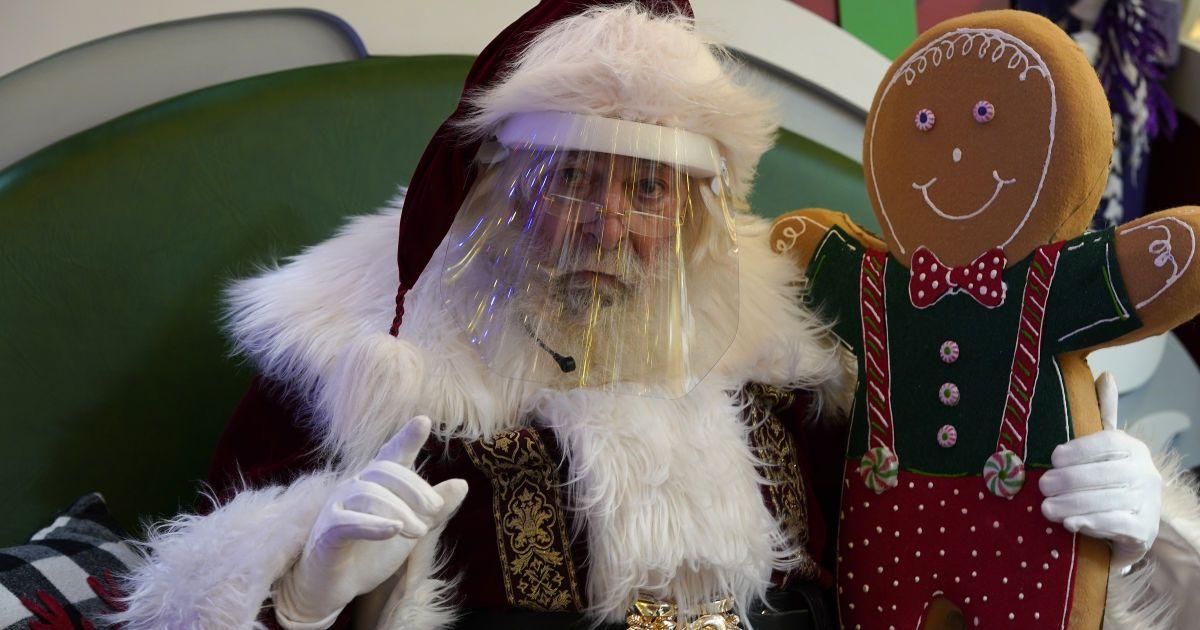 У відео-месенджерах та прозорих кулях: як Санта-Клаус вітатиме дітей під час пандемії коронавірусу