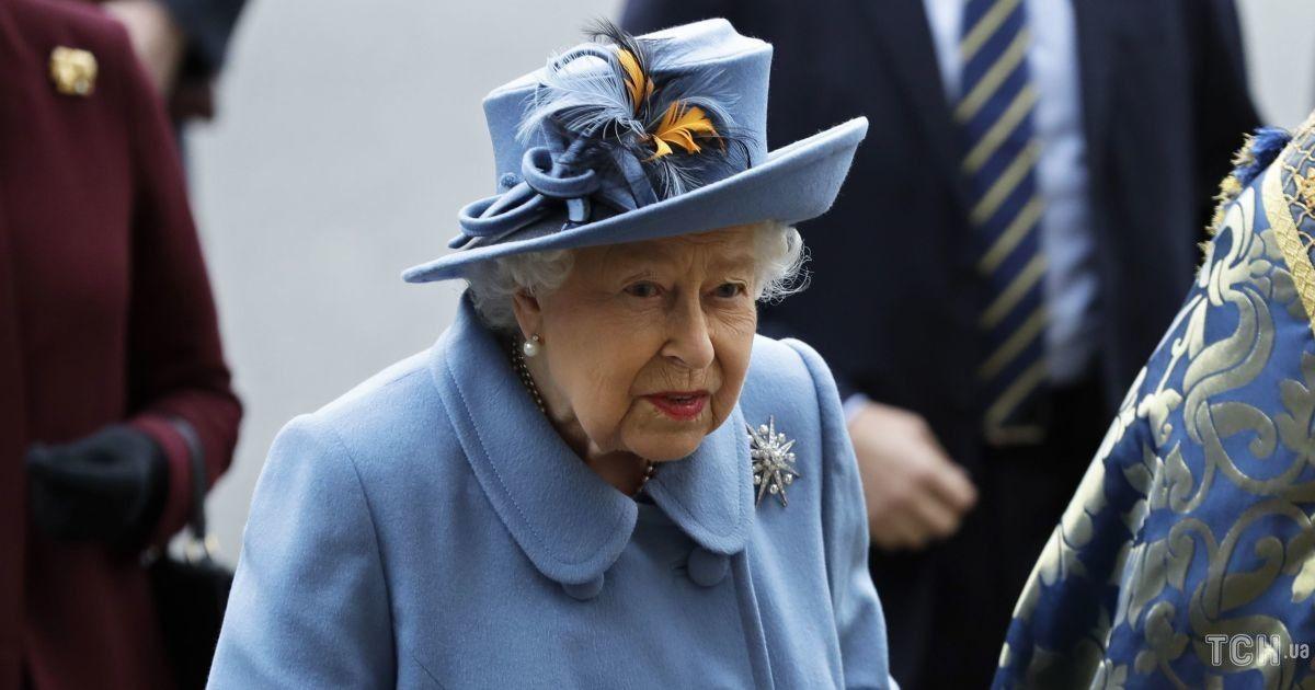 Не дарма прищеплювалася: королева Єлизавета II готується до двох світських заходів