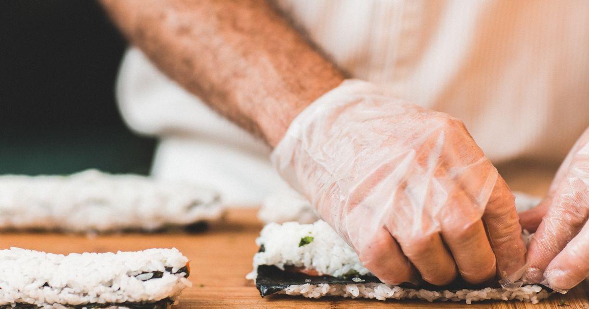 """Салат """"Суши"""" с авокадо: как приготовить простое и оригинальное блюдо на Новый год"""