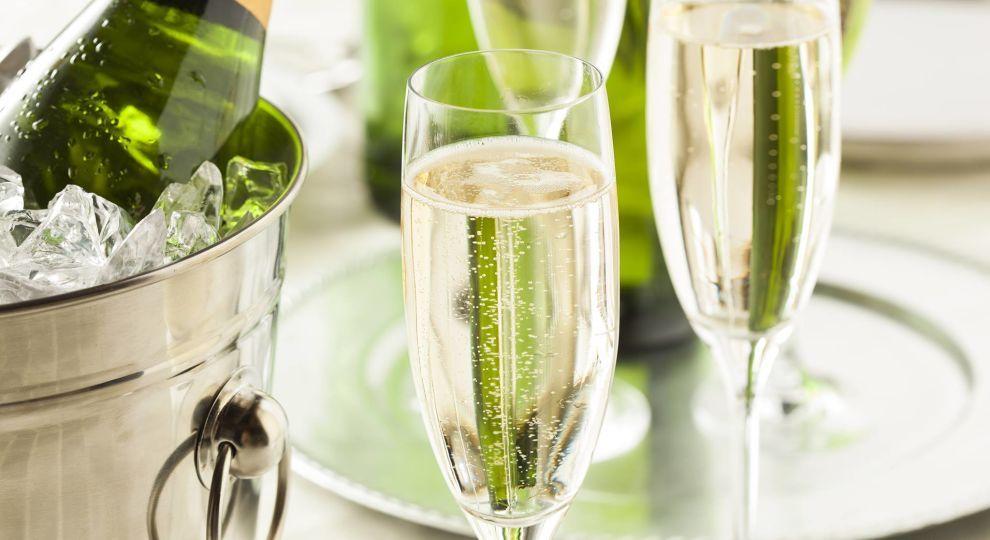 відкрити шампанське
