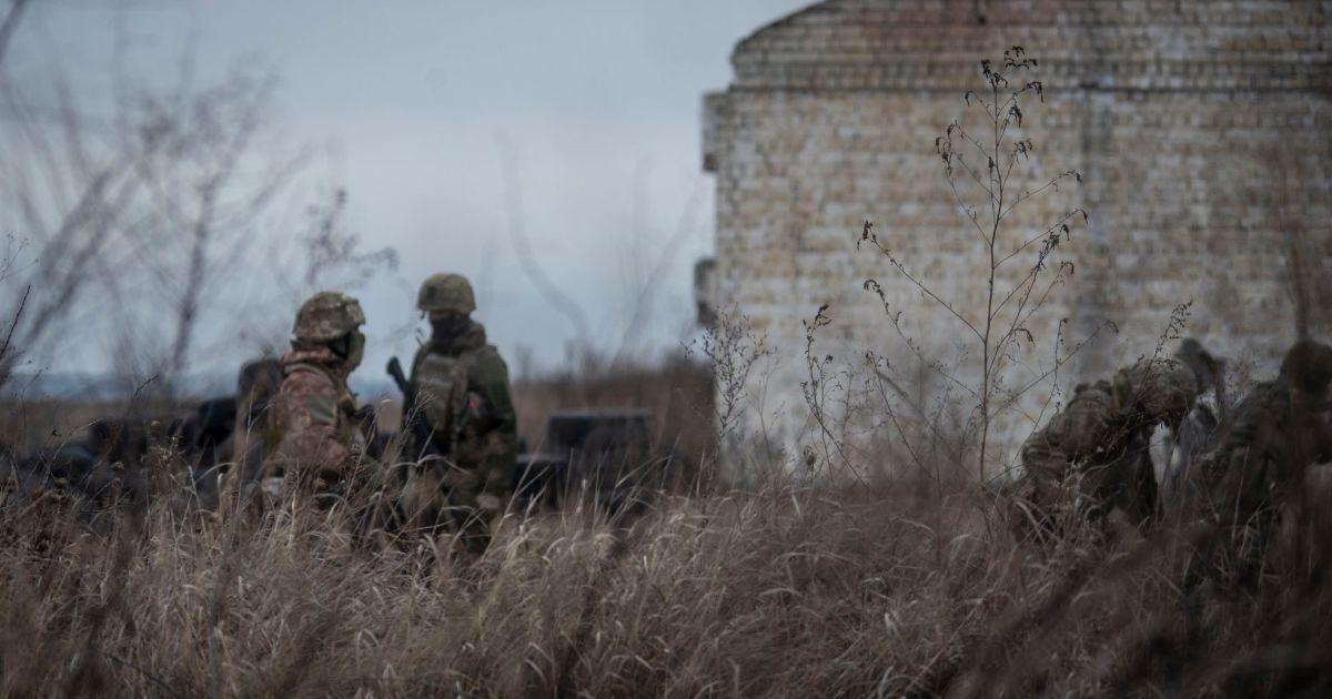 Обострение на фронте и активное информационное наступление: как и для чего Россия использует Донбасс