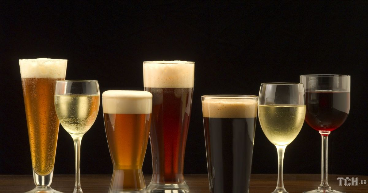 """Новий рік """"під градусом"""": що можна вживати з алкоголю за святковим столом, а від чого краще відмовитися"""