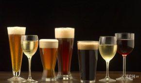 Вчені назвали алкогольний напій, який впливає на організм як спортивне тренування