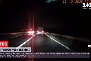 У Львівській області 10 людей зазнали травм через аварію - зіткнулись мікроавтобус та легковик