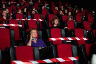 Аншлаг в кинотеатрах и торговых центрах: как украинцы реагируют на очередной локдаун