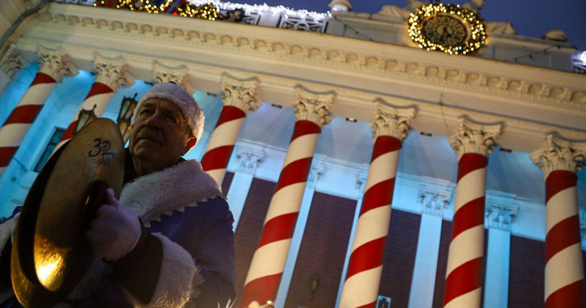 В Одессе на открытии новогодней елки включили русский шансон: видео