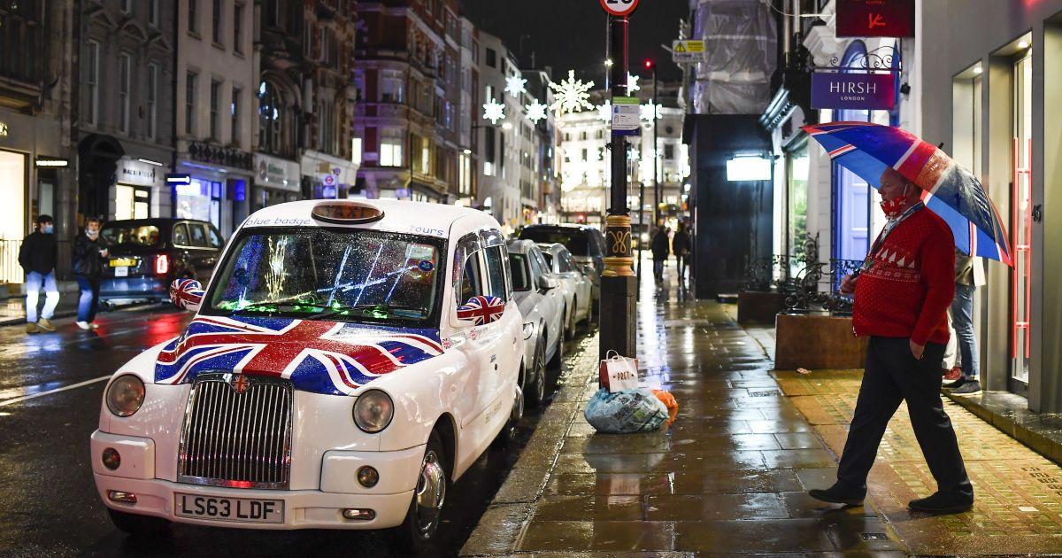 """""""Не можемо святкувати Різдво, як було заплановано"""": Британію закрили на карантин через новий штам коронавірусу"""