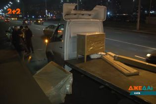 Вантажівку припідняло у повітря посеред дороги в Києві