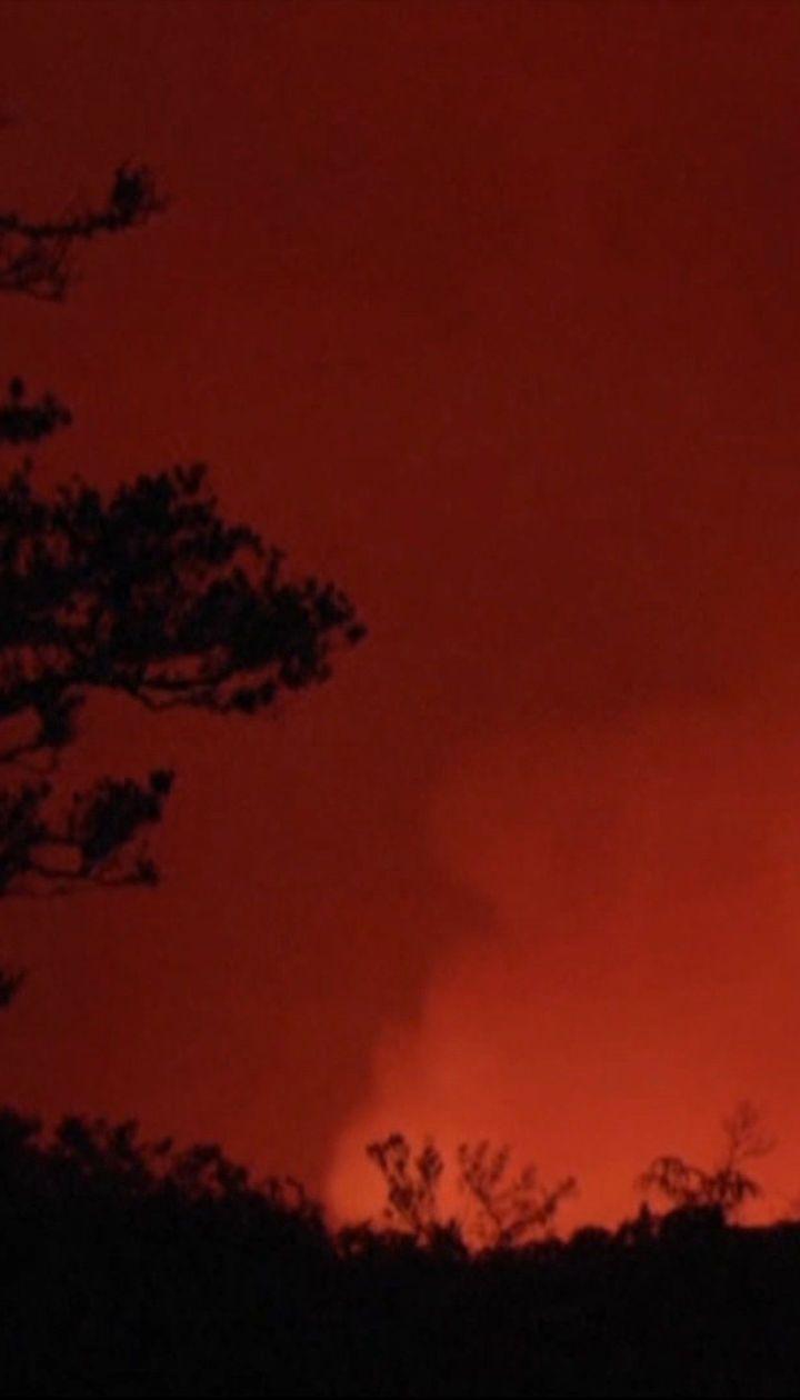 """Раскаленная лава и столбы дыма - на Гавайях """"проснулся"""" один из самых активных вулканов острова"""