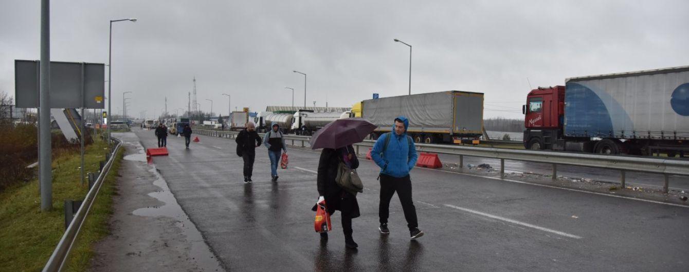 Украинские заробитчане на праздники массово едут домой: какая ситуация на границе
