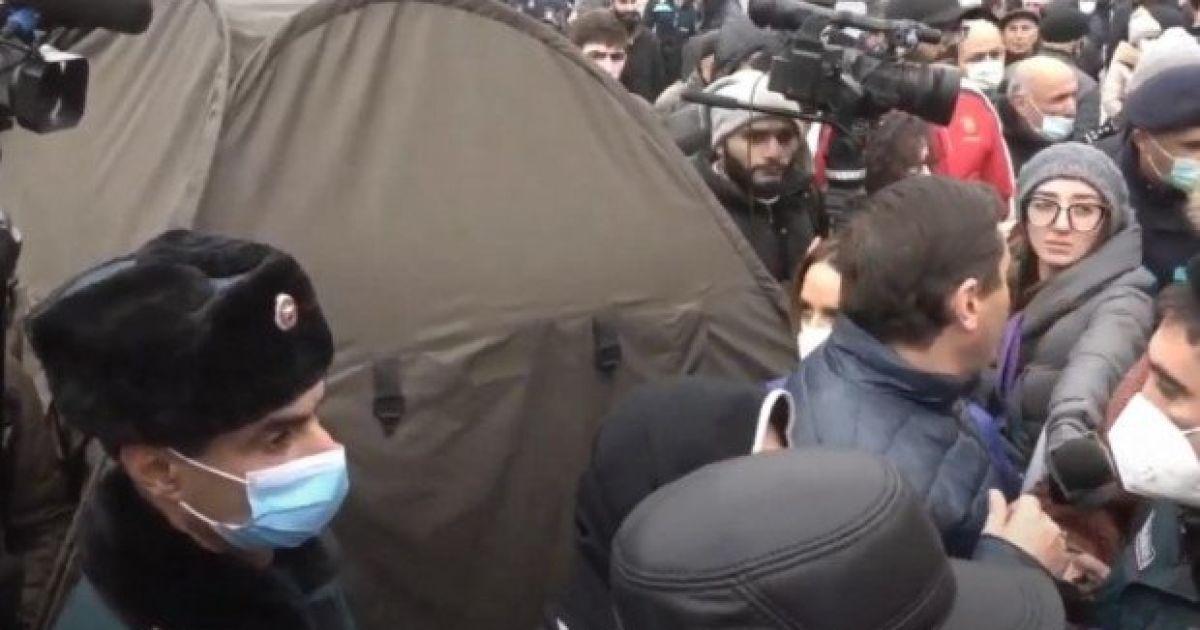 В Ереване продолжаются акции протеста: объявлена общенациональная забастовка