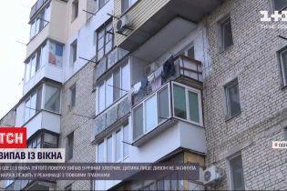 В Одесі ледь не загинув хлопчик під час падіння з вікна