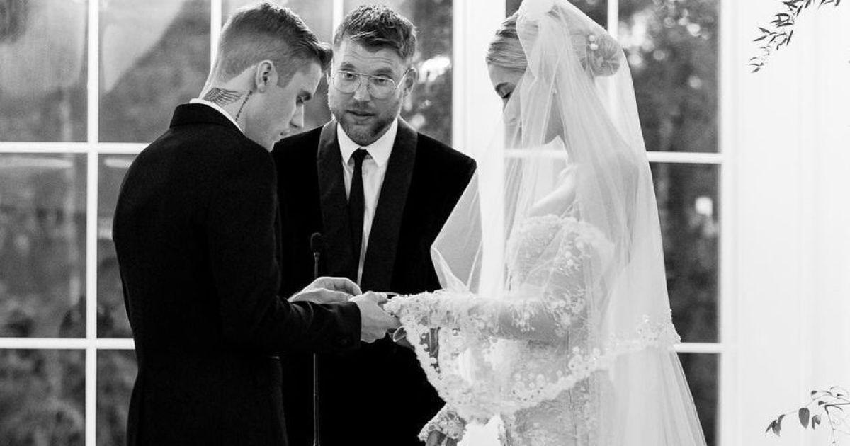 Гейлі Бібер показала неопубліковане раніше фото з весілля