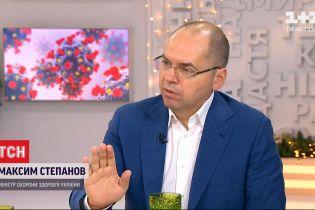 В Україні першими щеплення від коронавірусу отримають медики та бійці на передовій