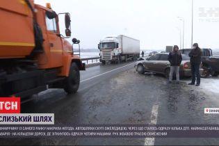 Сніг разом із дощем спричинили одразу кілька аварій у Вінниці