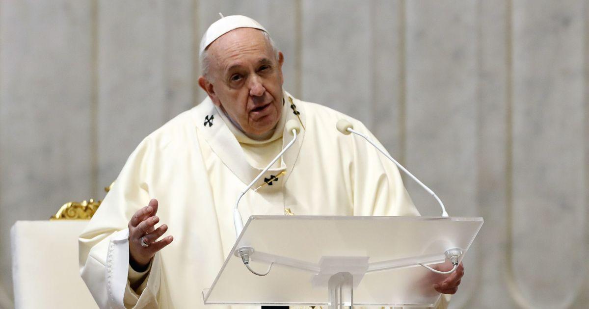 Папа Римский отменил свои новогодние мессы из-за радикулита