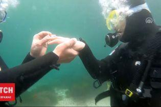 В Стамбуле мужчина сделал предложение любимой под водой