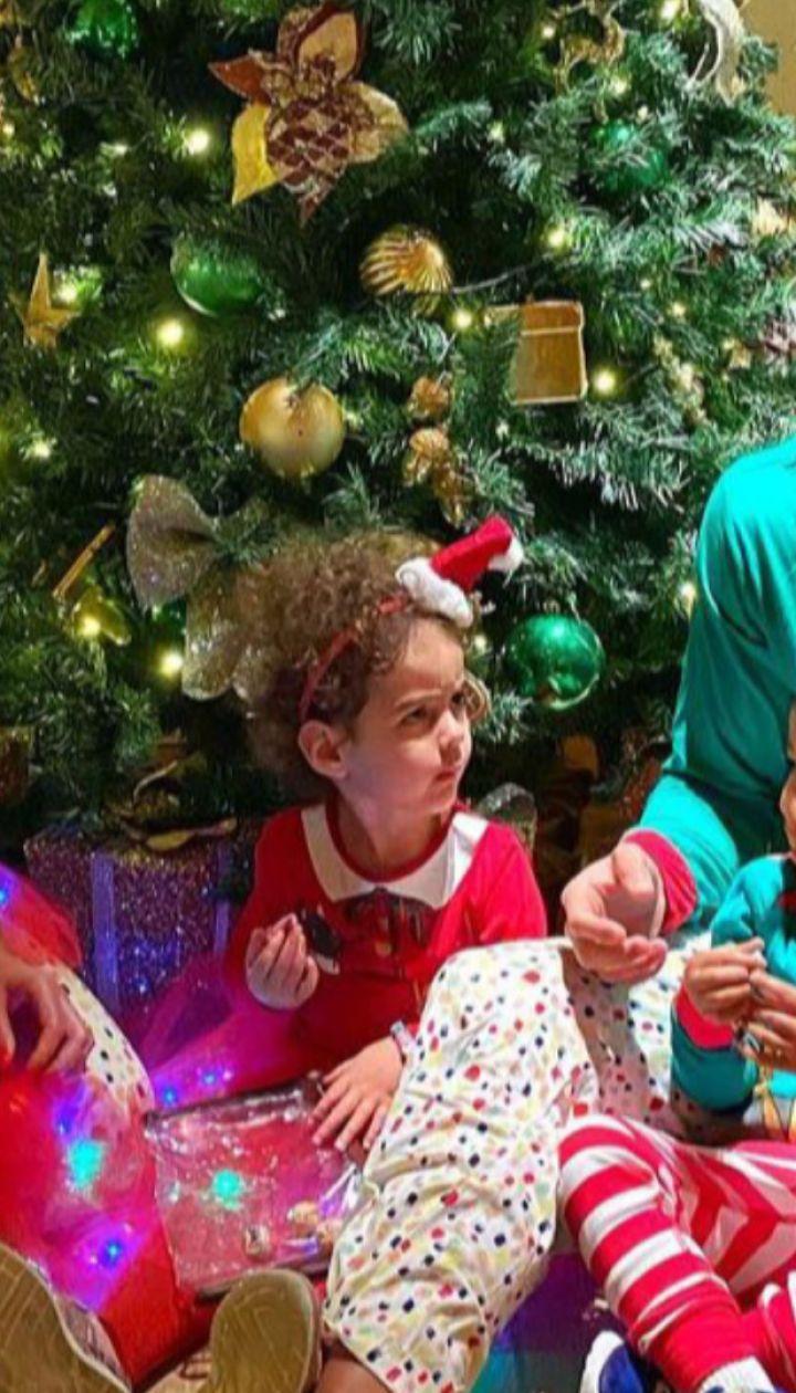 Різдвяний настрій від українських та зарубіжних зірок