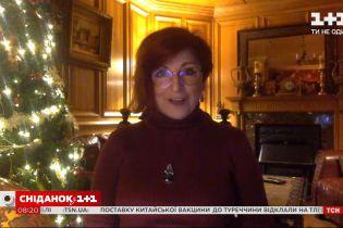 """Як Британія відсвяткувала """"вкрадене Різдво"""": враженнями ділиться письменниця Каріна Кокрелл-Фере"""