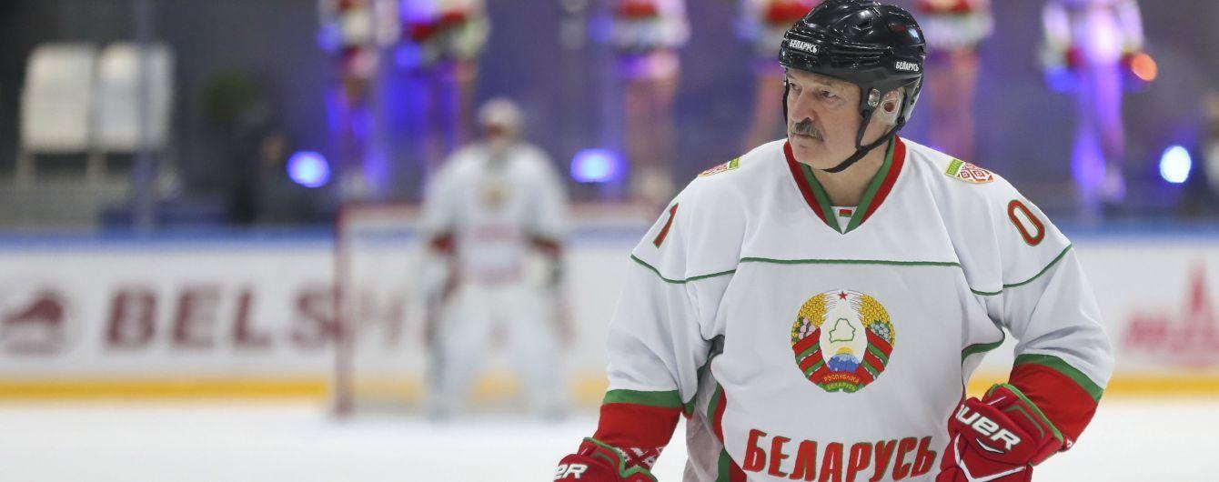 Хоккеист команды Лукашенко заразился коронавирусом: две недели назад они вместе выходили на лед