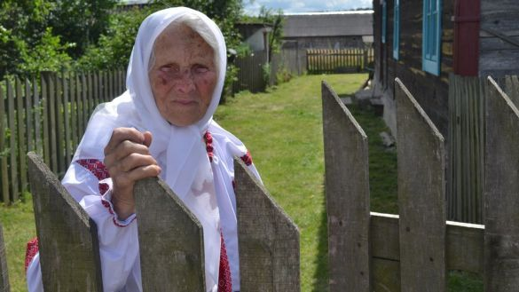 бабуся-волонтерка