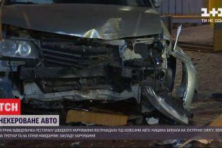 В Одессе автомобиль влетел на летнюю площадку ресторана - есть пострадавшие