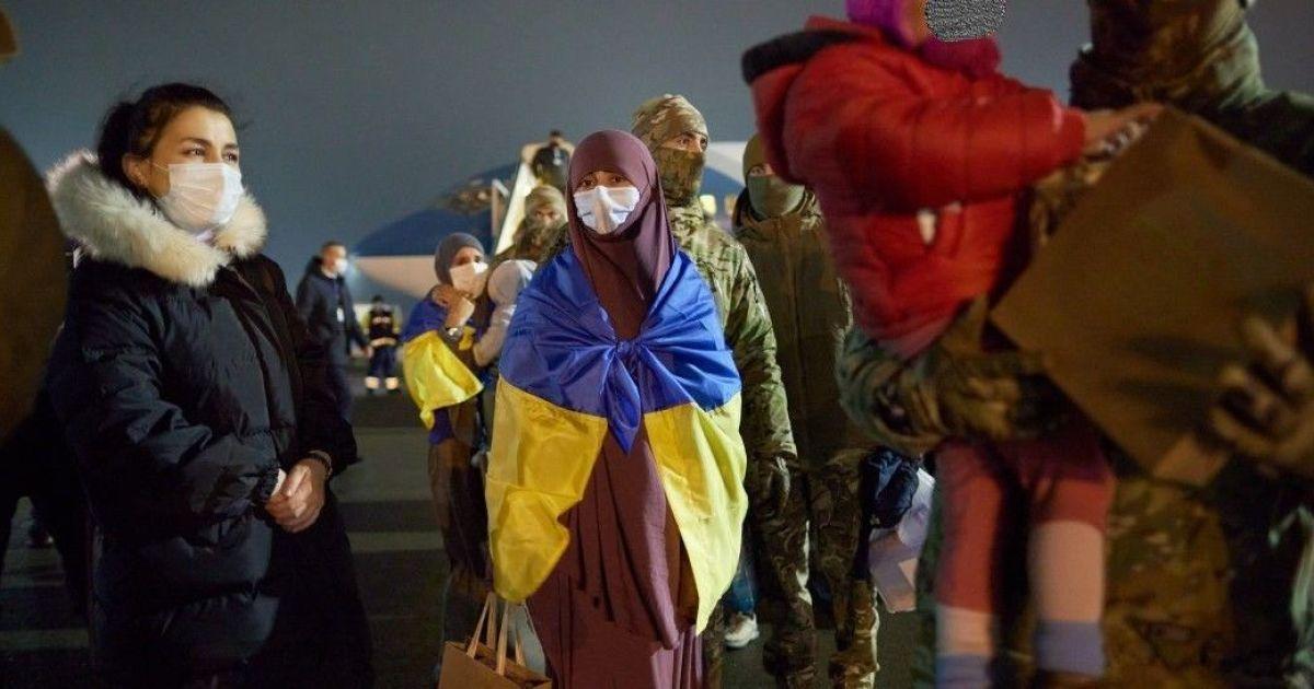 Як повертали двох українок та їхніх семеро дітей із сирійського табору: подробиці евакуації