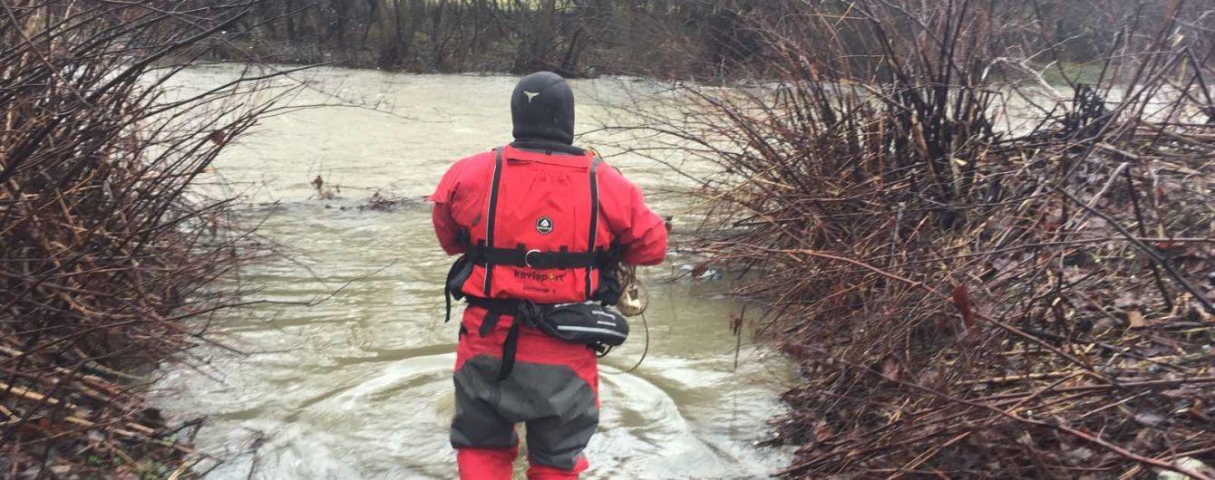Переходил мост через реку и упал в воду: на Закарпатье в новогоднюю ночь утонул 24-летний юноша