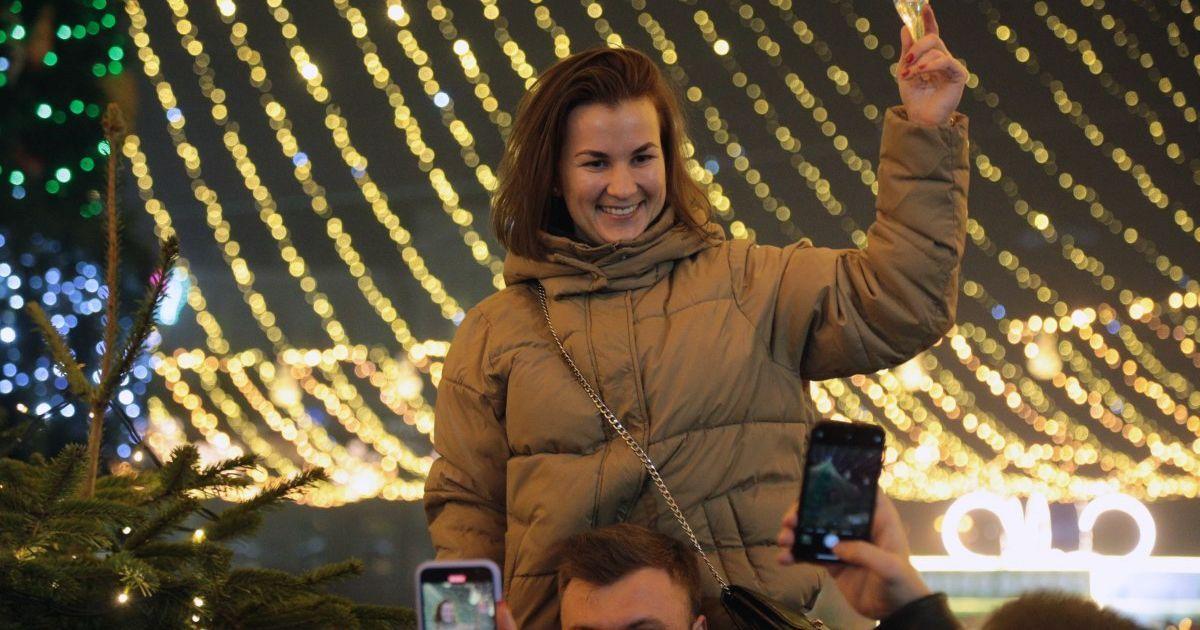 Без массового отсчета времени, но с уличными музыкантами и своей едой: как в Киеве на Софии встретили Новый год