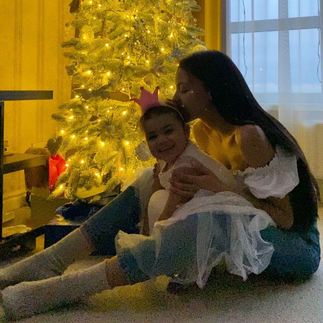 Поліна Ололо з дочкою