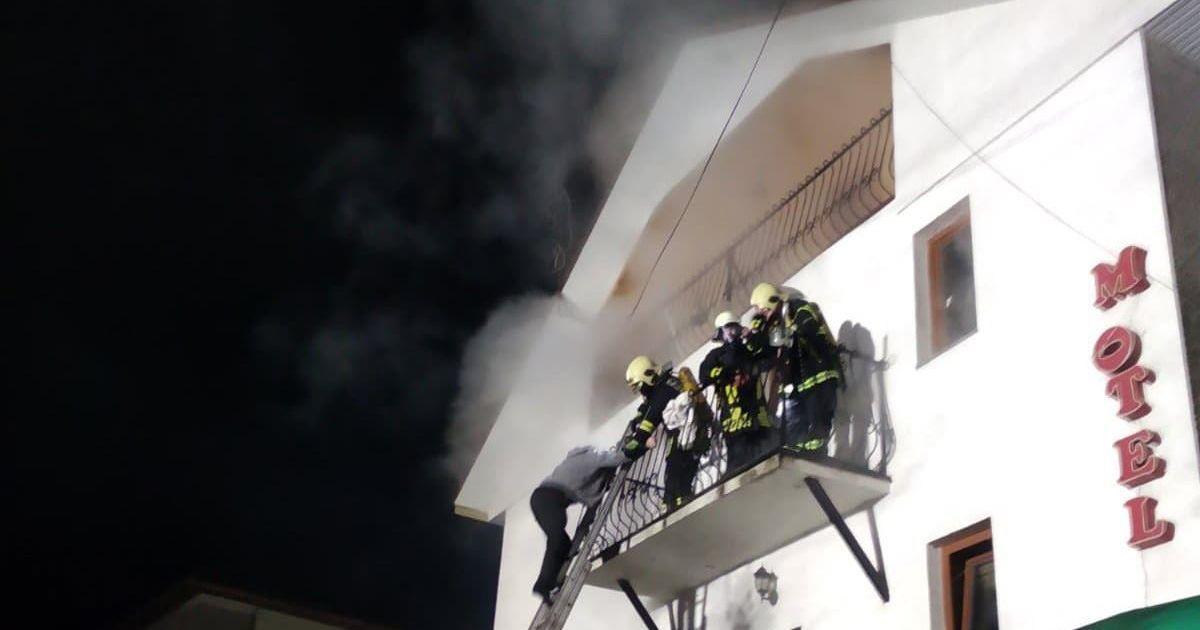 На курорте в Закарпатье вспыхнул пожар: 10-летнего мальчика госпитализировали с ожогами (фото)