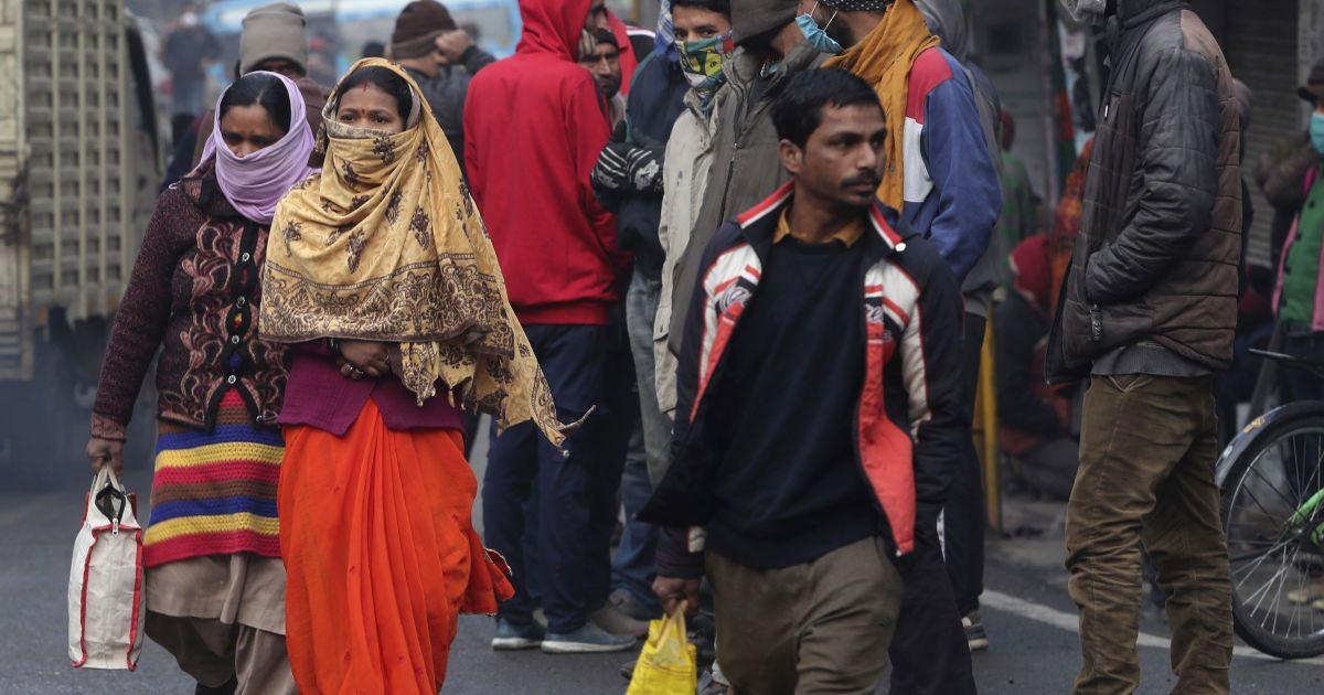 Житель Індії обезголовив дочку за спілкування з чоловіком, а потім пішов з головою до поліції