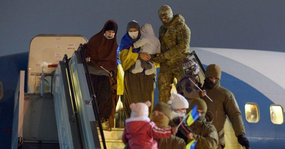 """""""Виходу звідти немає"""": евакуйовані із сирійського табору українки про життя з членами ІДІЛ"""