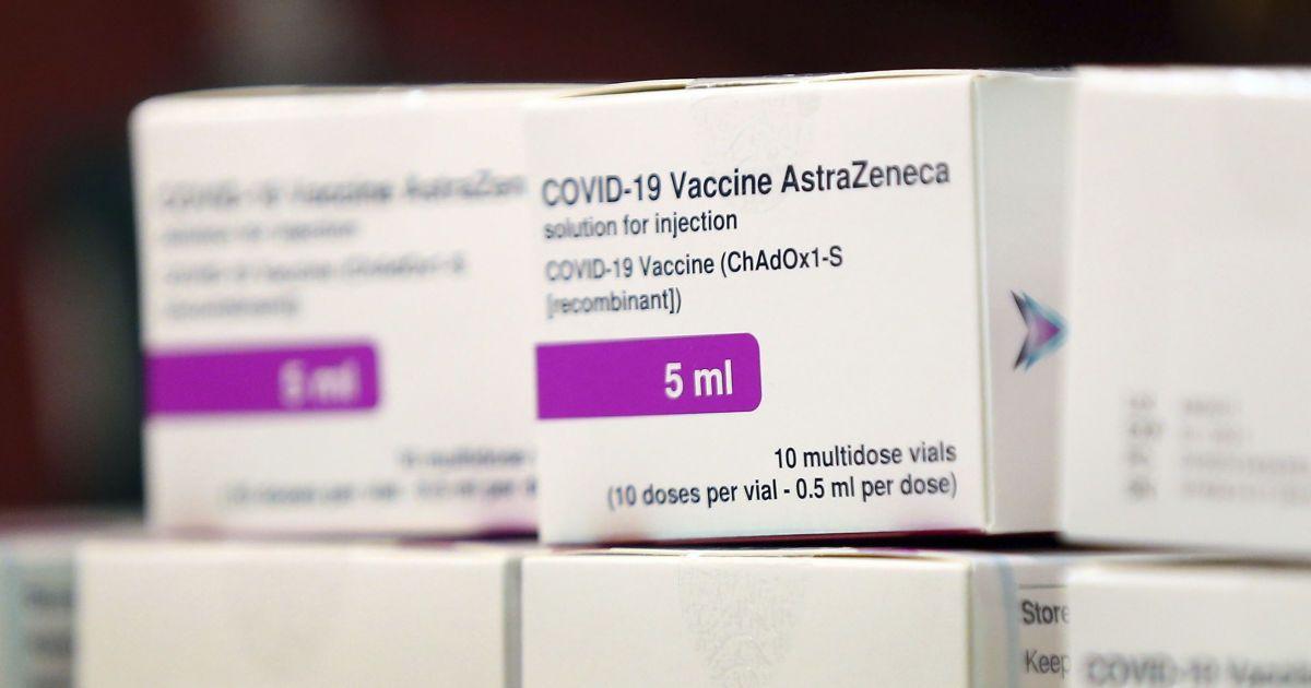 Польша перепродаст Украине 1,2 млн доз вакцины AstraZenecа