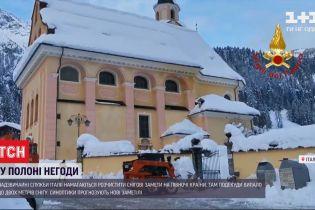 Чрезвычайники пытаются освободить из снежного плена заметенную Северную Италию