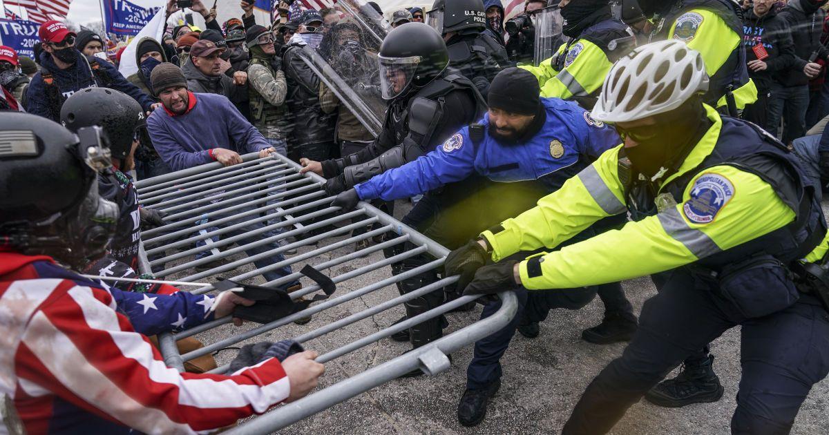 """Штурм Капітолія: у США затримали жінку, яка погрожувала""""пристрелити мозок"""" спікерці Пелосі"""