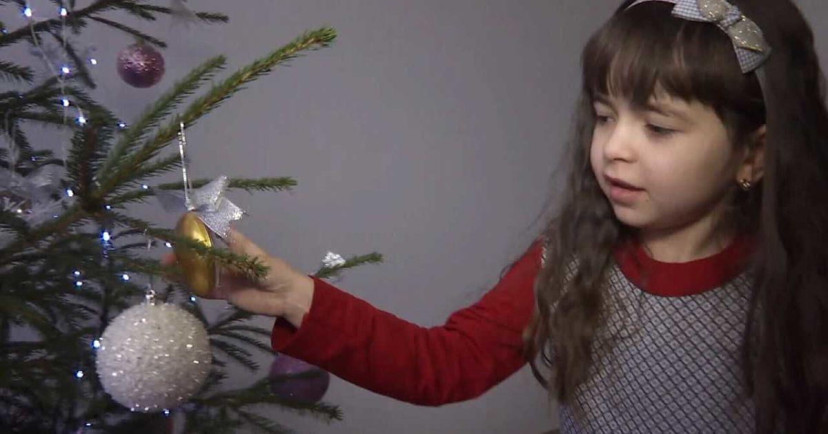 Времени мало: 6-летней Лизе грозит полная инвалидность, семья просит помощи
