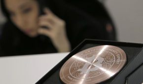 Из-за заявления Илона Маска Bitcoin отошел от рекордных максимумов, потеряв 15%