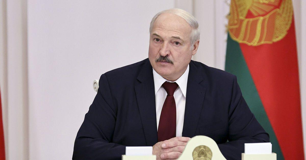 """""""Він вас дурить"""": у США і Польщі відповіли на звинувачення у причетності країн до спроби замаху на Лукашенка"""