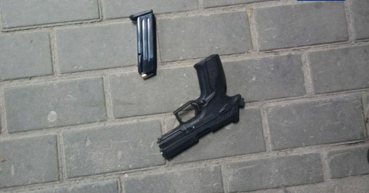 В Белой Церкви мужчина устроил стрельбу у магазина
