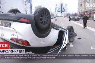 """У Києві водій """"тойоти"""" перетнув подвійну суцільну лінію і зіткнувся з іншим авто"""