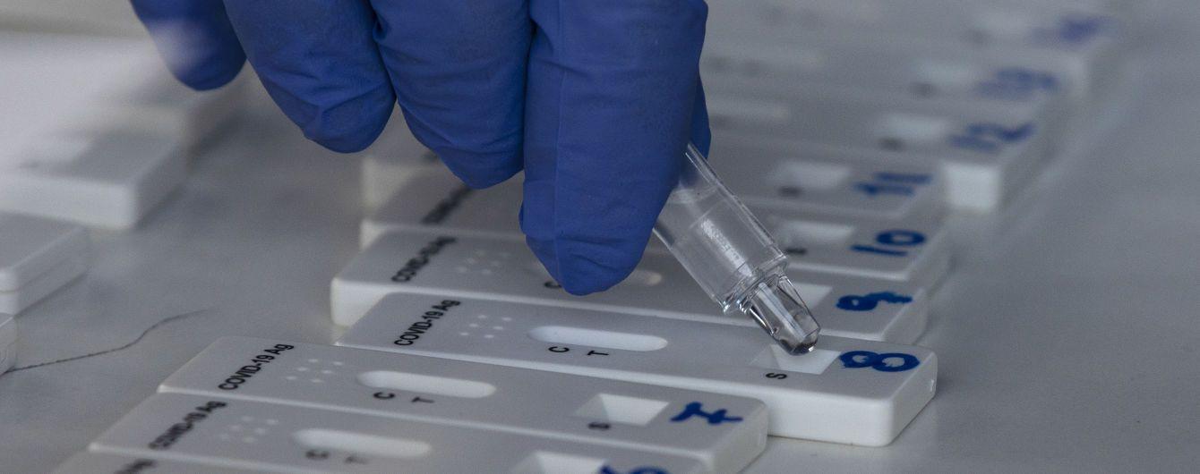 В Японії виявили чергову мутацію коронавірусу в туристів з Бразилії