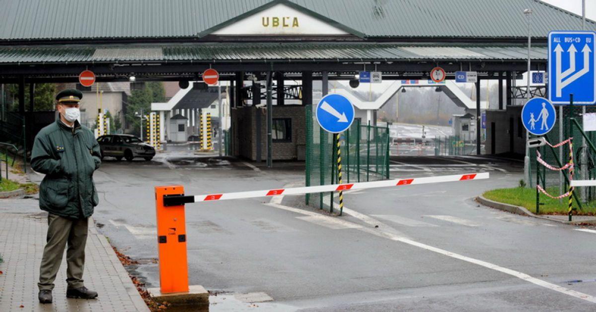 Украинцы возвращаются на заработки: на границах с Польшей и Словакией образовались очереди (видео)