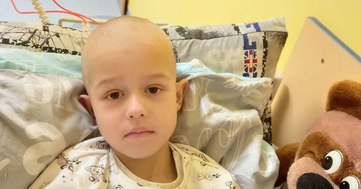 Артемку потрібно пройти негайне лікування, щоб побороти ракову пухлину