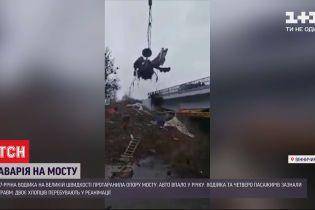 Під час ДТП у Вінницькій області авто розірвало навпіл
