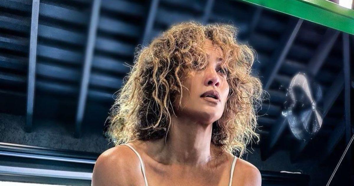 51-річна Дженніфер Лопес у ультрасексуальному монокіні позувала на дошці