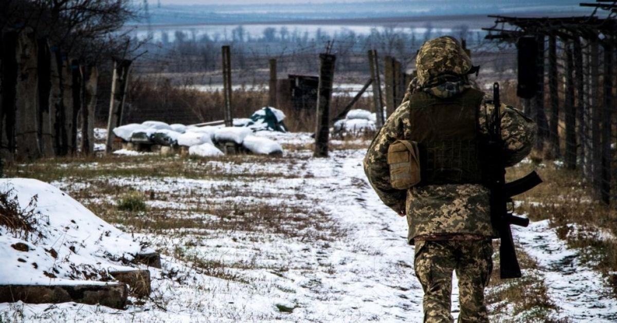 Ситуация на Донбассе: возле Марьинки вражеский снайпер ранил украинского военного, его состояние тяжелое