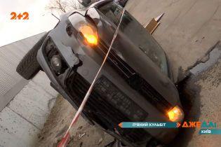 Столична аварія з перекиданням: автомобіль пішов на таран та від удару полетів шкереберть