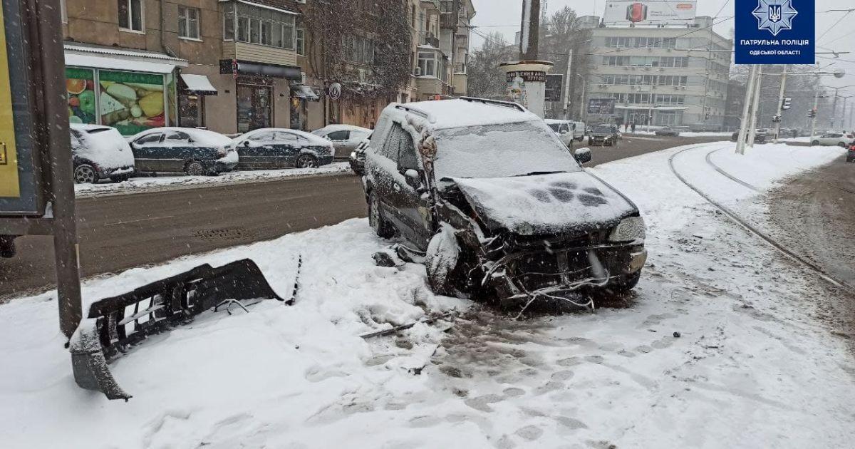 В Одессе авто влетело в трамвай: произошло возгорания электротранспорта (фото)